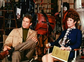 Dean Jones and Michele Lee give an interview in the 1960s.