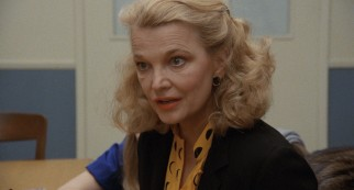 Sarah Lawson (Gena Rowlands) turns a messy divorce messier with her plans not to honor the court's custody arrangement.