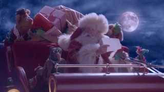 A busy, sleigh-flying Santa Claus (Richard Griffiths) makes time for the Muppets and the letters they bear.