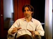 Writer-director Noah Baumbach lets both his hands and his mouth do the talking in the disc's Conversation featurette.