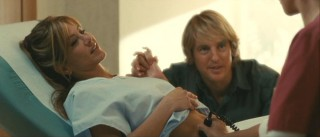 Jennifer (Jennifer Aniston) and John (Owen Wilson) anxiously wait to see their first child via sonogram.