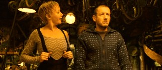 Spunky contortionist Elastic Girl (Julie Ferrier) becomes both a side thorn and love interest to Bazil (Dany Boon).