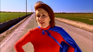The sight of Frankie Heck (Patricia Heaton) in a superhero costume isn't where you'd expect this series to begin, but the pilot explains how this desperate, stranded scene comes about.