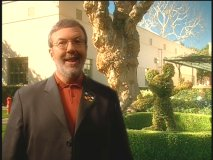 Leonard Maltin introduces a bonus feature