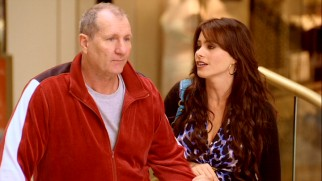 Jay (Ed O'Neill) is more sensibly identified as a senior mall walker than as the new husband of Gloria (Sofia Vergara).