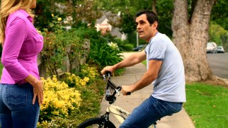 While teaching his son a lesson about bicycle responsibility, Phil (Ty Burrell) runs into a locked-out neighbor (Brandy Ledford) in need of his help.