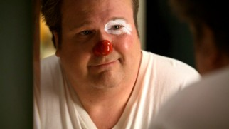 Cam (Eric Stonestreet) takes the first steps towards reviving Fizbo, the clown personality as whom he'll attend Luke's birthday party.
