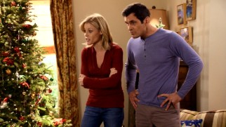 "Claire (Julie Bowen) and Phil (Ty Burrell) threaten to ""Undeck the Halls"" (i.e. cancel Christmas) if no Dunphy kid fesses up to the couch burn."
