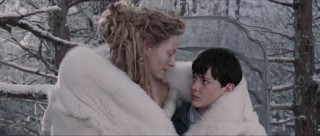 Jadis (Tilda Swinton), who claims to be Narnia's queen, has her way with Edmund (Skandar Keynes) with some Turkish delight and hot cocoa.