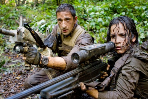 Royce (Adrien Brody) and Isabelle (Alice Braga) take aim during their desperate battle against the alien Predators.