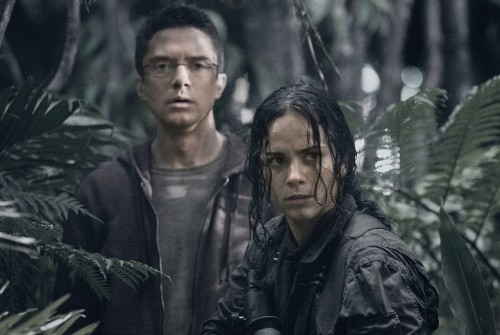 Edwin (Topher Grace) is a doctor who finds himself trapped on an alien planet with a group of tough-as-nails mercenaries, including Isabelle (Alice Braga) -- all of them being hunted by Predators.