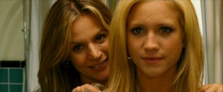Aunt Karen (Jessalyn Gilsig) tries to alleviate Donna's (Brittany Snow) fears before sending her off to the prom.