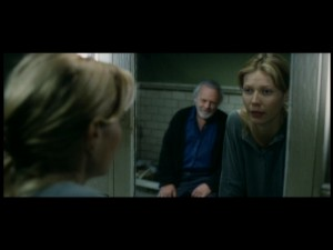 Robert appears in Catherine's mirror in this deleted scene.