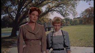 Susan (pretending to be Sharon) goes for a nice fake stroll through the park with Maggie (Maureen O'Hara), the mother she's just met.