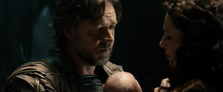 The first twenty minutes of the film show how Superman's parents, Jor-El (Russell Crowe) and Lara Lor-Van (Ayelet Zurer) saved him before the destruction of their planet.