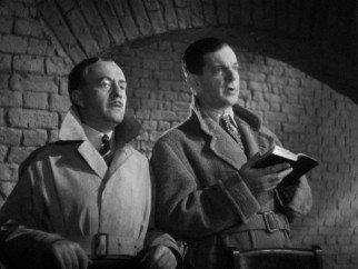 Bob Lawrence (Leslie Banks) and his brother-in-law Clive (Hugh Wakefield) infiltrate a cult of sun worshippers in search of Bob's abducted daughter.