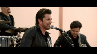 "You may not understand what Juanes is singing in their ""Juntos"" music video, but the people of McFarland seem to like it."
