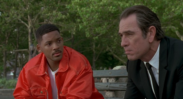 "In ""Men in Black"", NYPD officer James Darrel Edwards III (Will Smith) weighs the offer of an extraordinary future pitched to him by the Agent K (Tommy Lee Jones)."