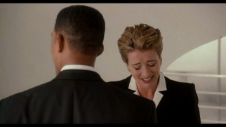 Emma Thompson cracks up in the MIB3 gag reel.