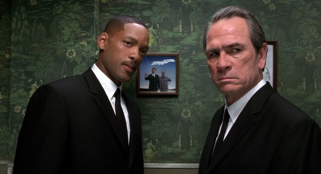 Reunited, J (Will Smith) and a freshly-deneuralyzed K (Tommy Lee Jones) try to follow a path of clues K left behind for himself.