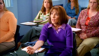 A newly unemployed Frankie (Patricia Heaton) enrolls in dental assistant school for her second act.