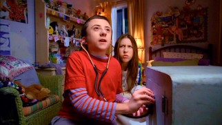 Brick (Atticus Shaffer) and Sue (Eden Sher) try to crack a safe they purchased from a pawn shop.