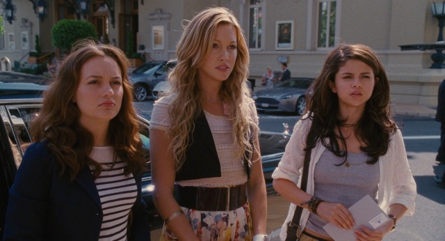 In Monte Carlo, Meg (Leighton Meester), Emma (Katie Cassidy), and Grace (Selena Gomez) find their European vacation picks up when they are left behind by their lame group tour.