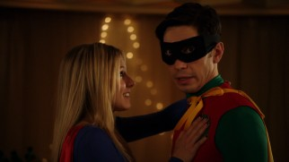 Kristen Bell is Supergirl to Justin Long's Robin in Superhero Speed Dating.