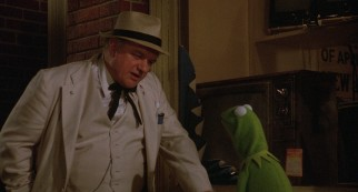 Doc Hopper (Charles Durning) offers Kermit $500 to promote his French fried frog legs and won't accept no for an answer.