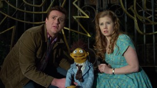 Gary (Jason Segel), Walter, and Mary (Amy Adams) cast their eyes on Kermit the Frog himself.
