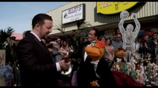 Ricky Gervais and a Billy Crystal impersonator are among those walking a fake Oscar red carpet in this deleted scene.