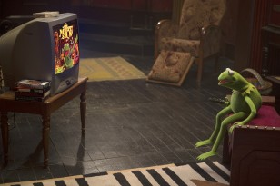 Constantine gets acquainted with Kermit's work for impersonation purposes.