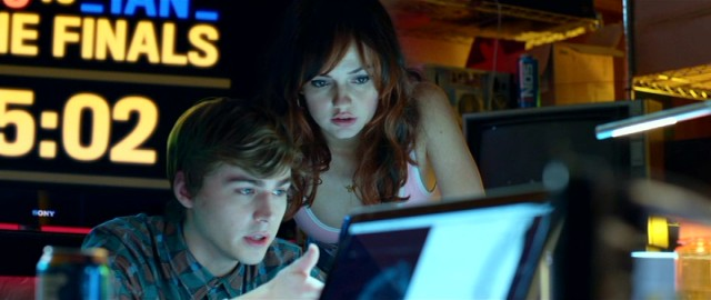 Vee's friends Tommy (Miles Heizer) and Sydney (Emily Meade) join forces to help her in the dangerous finale.