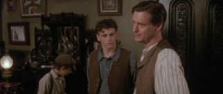 David (David Moscow) and other newsies hope that reporter Bryan Denton (Bill Pullman) will help their story spread.