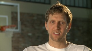 Dirk Nowitzki discusses his experiences as the center of a documentary film in this English language bonus interview.