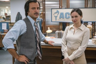 Ruth (Felicity Jones) brings a case of potentially great influence to ACLU director Mel Wulf (Justin Theroux).