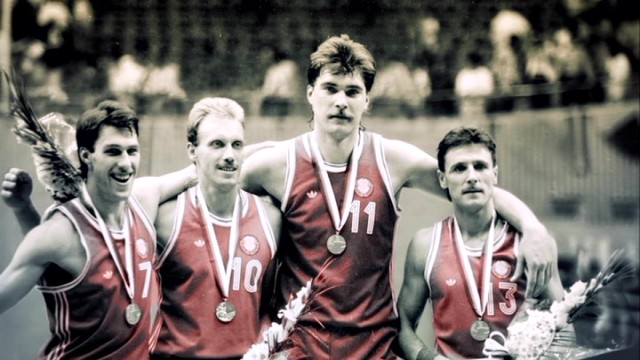 Four of the five starters on the gold medal-winning 1988 Soviet Union Olympic basketball team were Lithuanian: Šarunas Marciulionis, Rimas Kurtinaitis, Arvydas Sabonis, and Valdemaras Chomicius.
