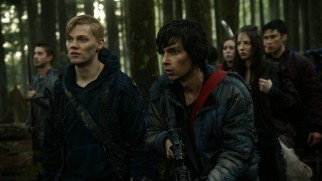 "War becomes the focus of ""The 100"" at the end of its first season."