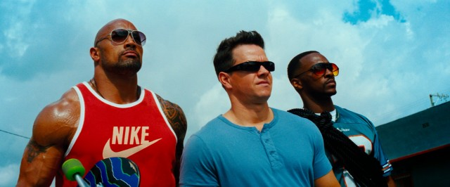 "Friends Paul Doyle (Dwayne Johnson), Daniel Lugo (Mark Wahlberg), and Adrian Doorbal (Anthony Mackie) are prepared to do bad things in Michael Bay's ""Pain & Gain."""