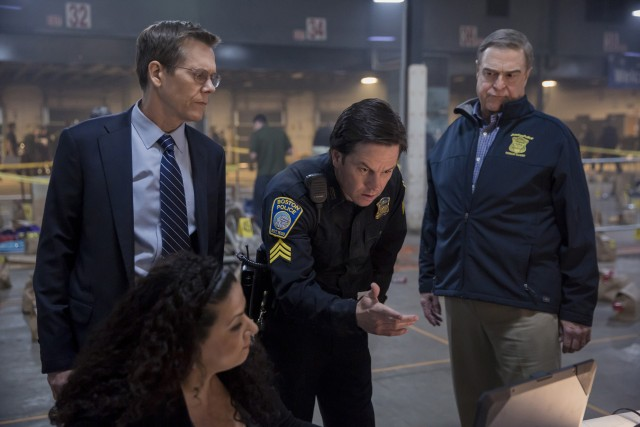 Sergeant Tommy Saunders (Mark Wahlberg) helps FBI special agent Richard DesLauriers (Kevin Bacon) and Boston police commissioner Ed Davis (John Goodman) use surveillance footage to locate the marathon bombers.