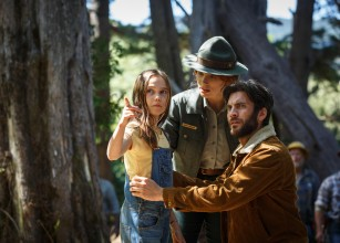 Natalie (Oona Laurence) points out to Jack (Wes Bentley) and Grace (Bryce Dallas Howard) the wild child that has been living in Millhaven's forests for years without anybody noticing.