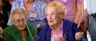 Australia's 100-year-old Dorothy deLow is the oldest and seemingly most famous of the world championship's player.