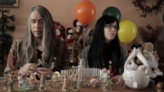 In this deleted sketch, Candace (Fred Armisen) and Toni (Carrie Brownstein) are underwhelmed by the selection at the shop where they're redeeming a gift certificate.