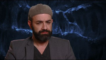 Director Scott Stewart rocks a beret in his featurette appearances.