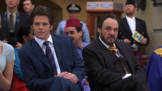 Viscount Mabrey (John Rhys-Davies) plots for his son, Lord Nicholas Devereaux (Chris Pine) to inherit Genovia's throne.