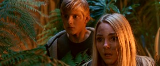 Seth (Alexander Ludwig) and Sara (AnnaSophia Robb) look on with fright at their new friend's battle with the Siphon.