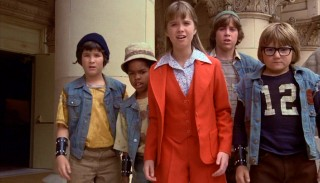 Tia (Kim Richards) and her new friends the Earthquake Gang (left to right, Brad Savage, Jeffrey Jacquet, Christian Juttner, and Poindexter) appear to be the only ones who witness the masterminds behind a broad daylight museum gold heist.