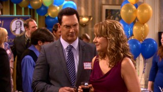 Jeff (Patrick Warburton) isn't on the same wavelength as Audrey (Megyn Price) at her 20-year high school reunion in Nebraska.