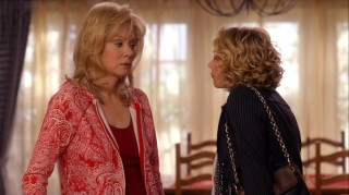Jean Smart won an Emmy this week for her portrayal of Samantha's sassy mother Regina.