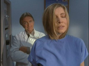 Chief of medicine Dr. Kelso (Ken Jenkins) catches Elliot (Sarah Chalke) acquiring new scrubs.